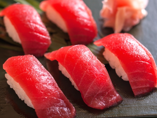 春は海鮮ビュッフェ食べ放題!!まぐろも好きなだけ〜♪この価格はいまだけ!