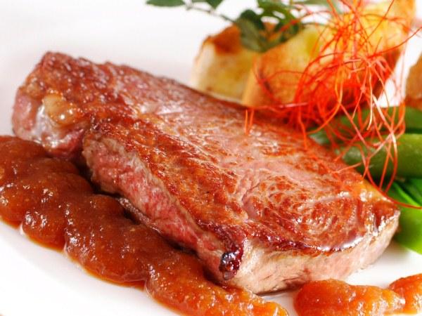炭火香る絶妙の焼き加減の但馬牛ロースステーキ(150g)[一例]