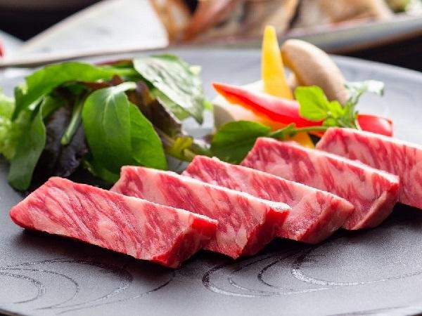 お好みの焼き加減でお楽しみいただける黒毛和牛のステーキ付!