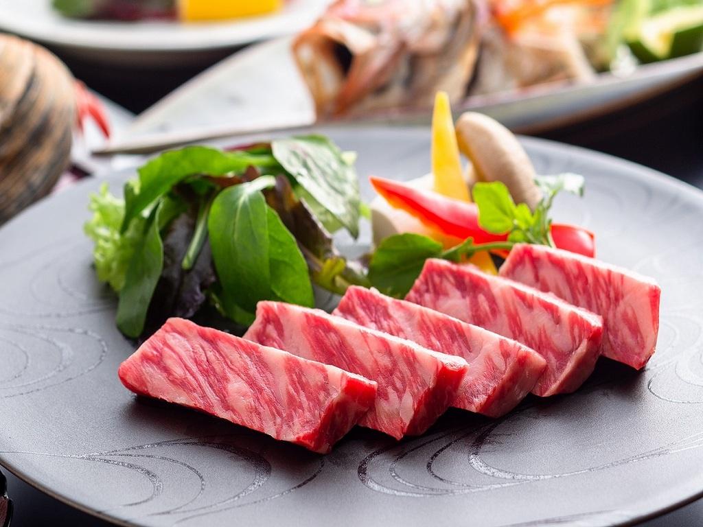 鉄板で焼き上げる京都牛ステーキをご提供 [一例]
