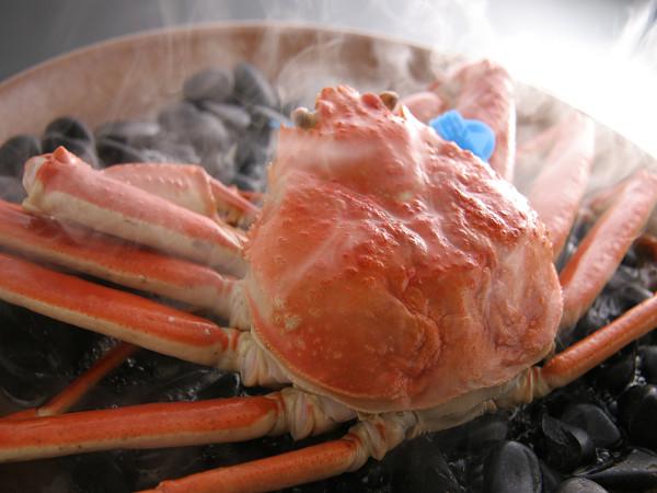 カニ本来の旨味をギュッと閉じ込めた旨味凝縮の蒸しガニ「地蟹あばれ蒸し」[一例]