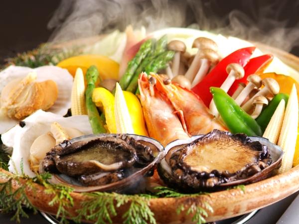 たっぷり海の幸と豪快蒸し焼き 海鮮宝楽焼 [一例]