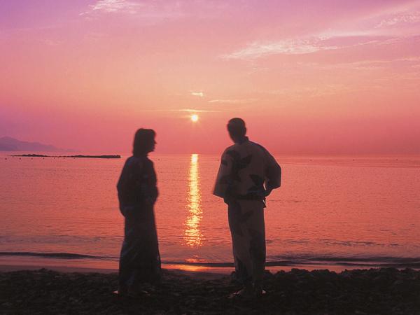 海へは徒歩約5分、ロングビーチ×夕日は心に残る思い出に[夏一例]