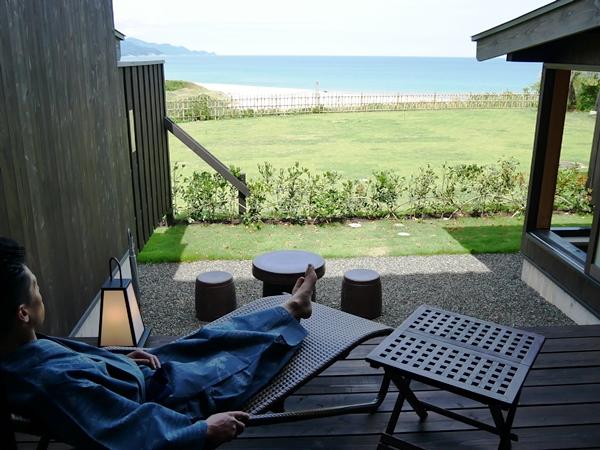 テラスや客室風呂から日本海を見下ろす絶景 [温泉露天付和室一例]