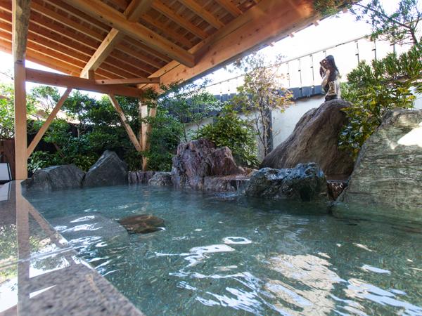 風情ある庭園露天風呂(大浴場/男女入替制)