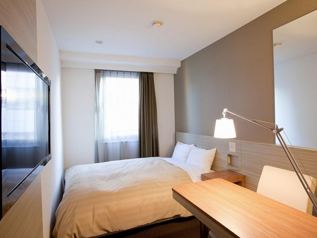 カップルに人気のリーズナブルなスタンダードダブル。ベッドはダブルサイズ(140�p幅)を採用。