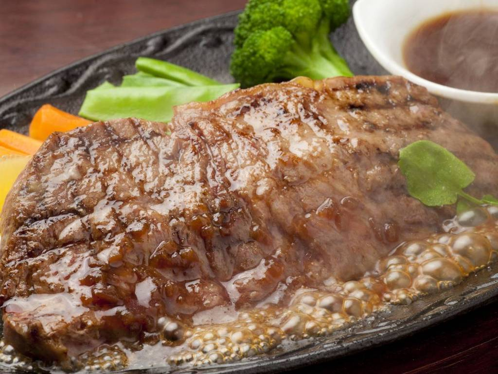 熱々ジューシー♪特製メガステーキセット♪(追加料金500円)