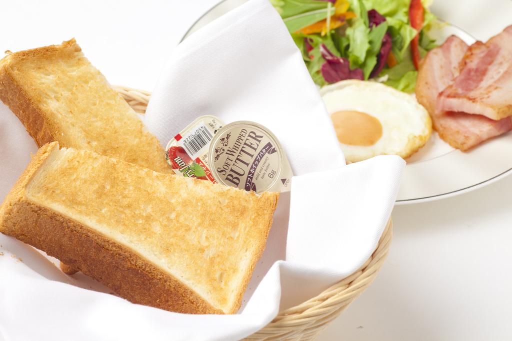 中はもっちり外はサク サク♪小麦の甘さ香る 特製トーストセット♪