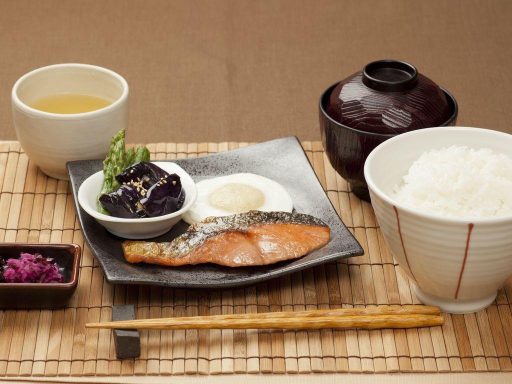 朝はやっぱりご飯!と いうアナタにおすすめ ♪和朝食 銀鮭定食♪