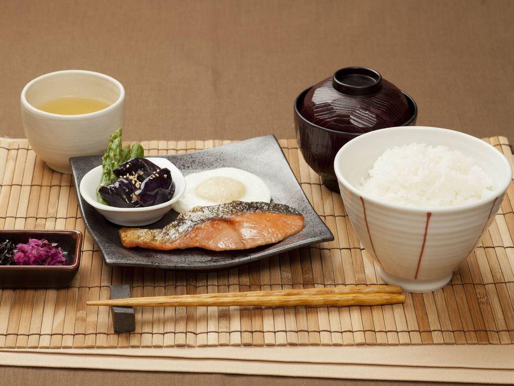 朝はやっぱりご飯!というアナタにおすすめ ♪和朝食 銀鮭定食♪