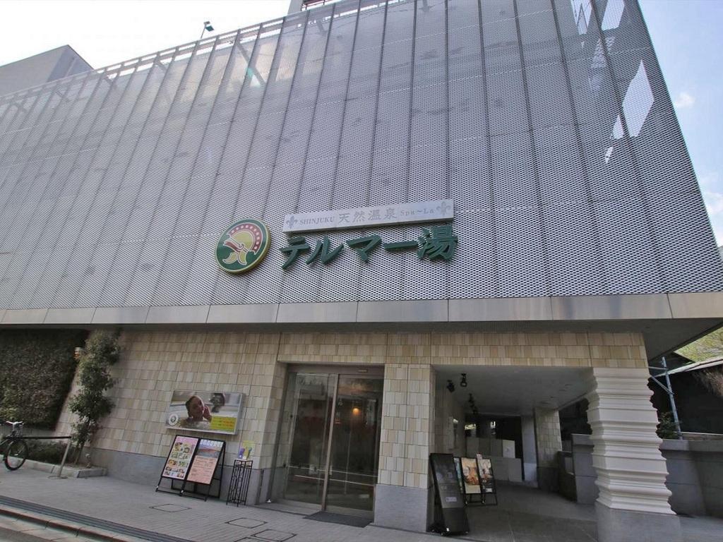 「新宿3丁目駅」E1出口より徒歩2分
