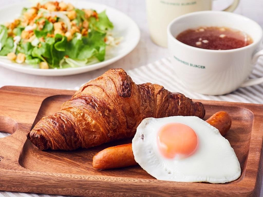 ワンプレート朝食(クロワッサンと目玉焼き&ソーセージ)