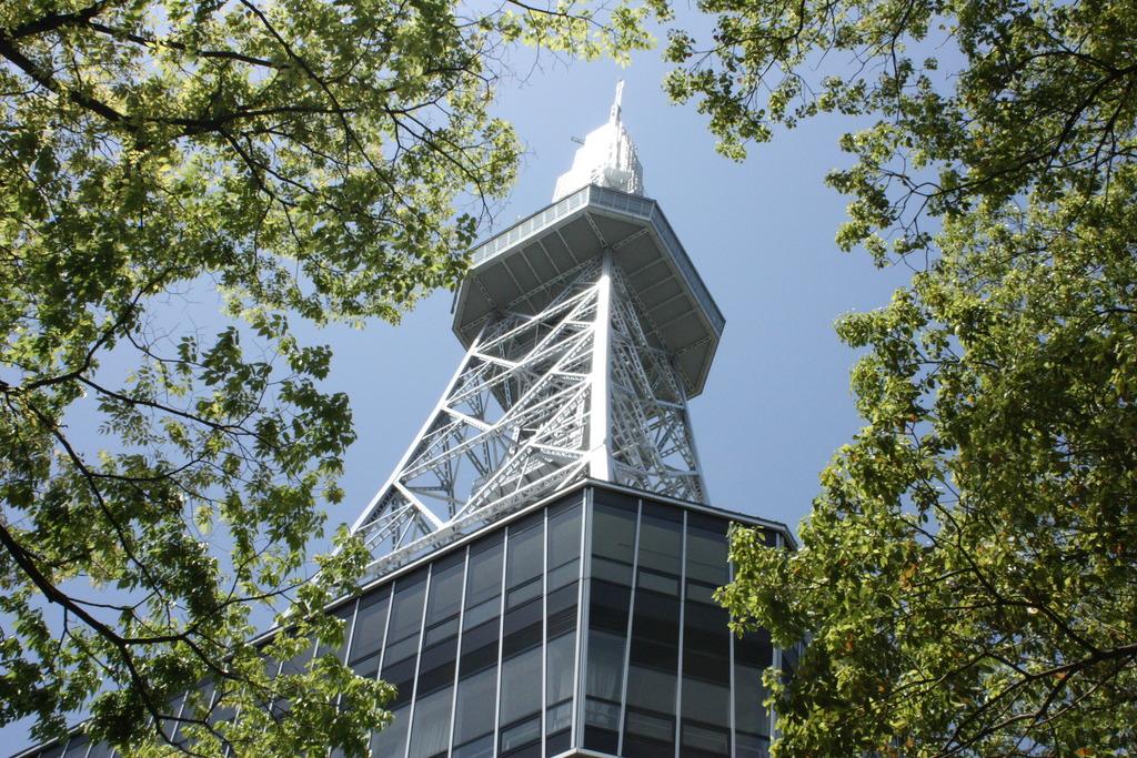 テレビ塔へは、約12分
