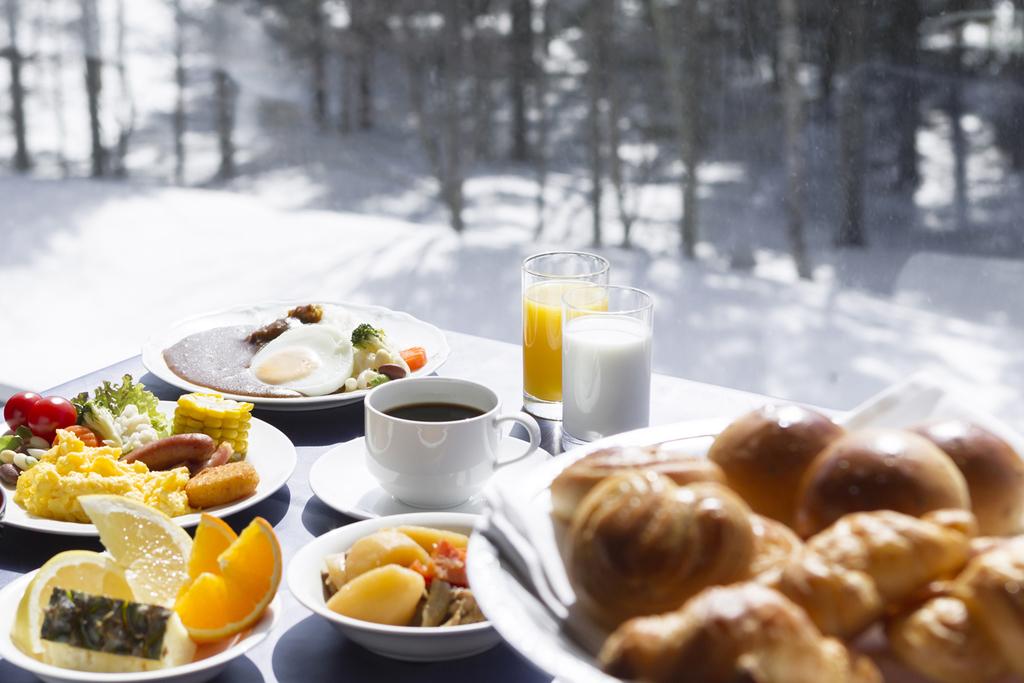 雪景色を眺めながら朝食を楽しもう