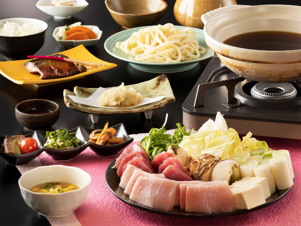 マグロとトロメカジキの「絶品ねぎま鍋」