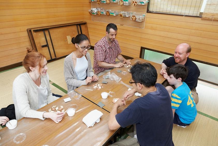 experience to make coaster of Yosegi zaiku