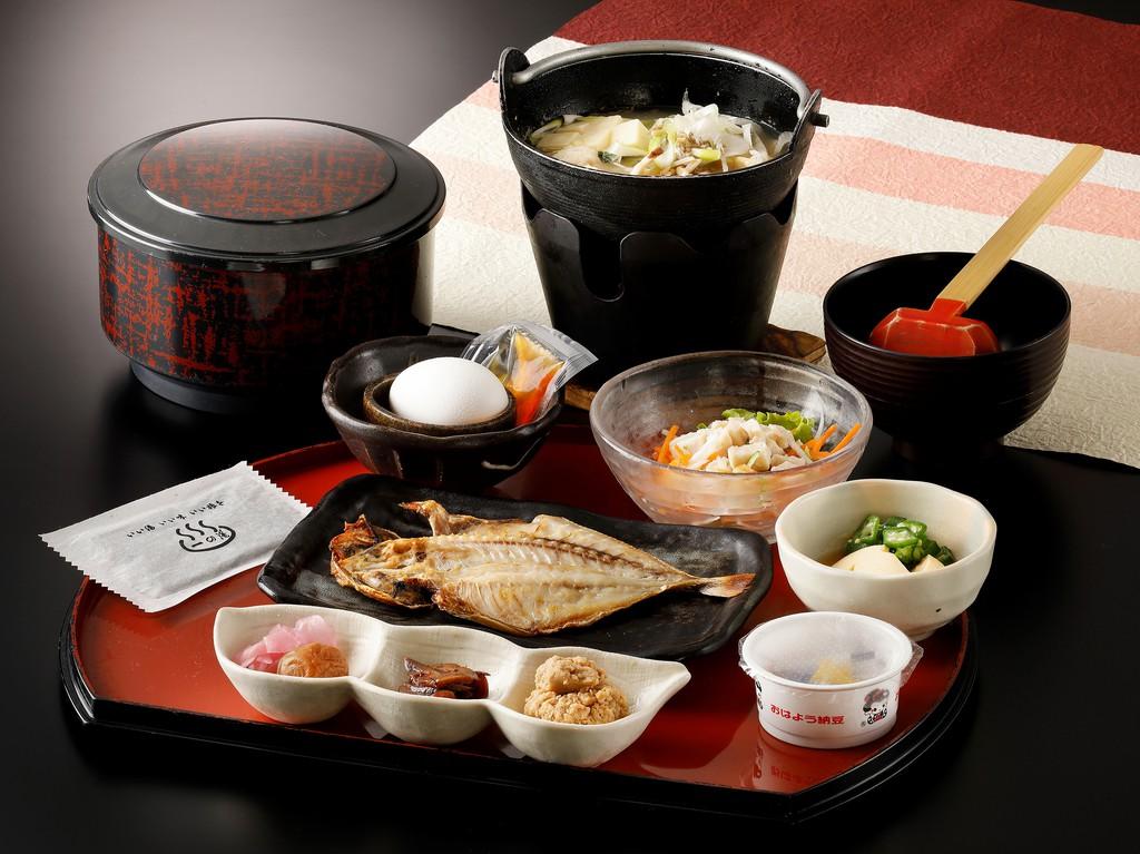 朝食は和食膳でご提供