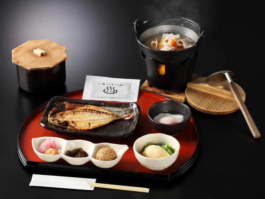 具だくさんの豚汁が嬉しい和食膳の朝食です。