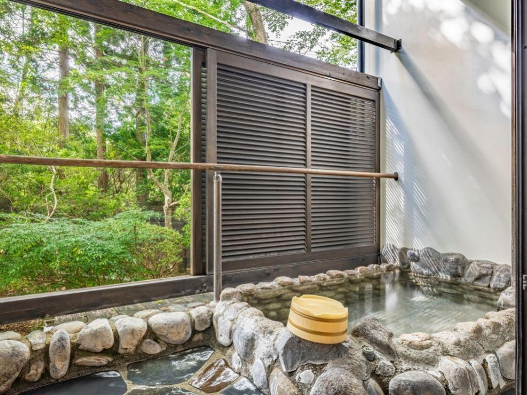【本棟】1階露天風呂付客室例
