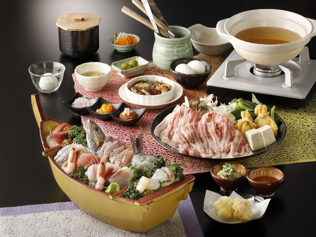豪華海の幸満載の舟盛り付き!美味出汁で食べる新感覚の国産豚しゃぶしゃぶコース