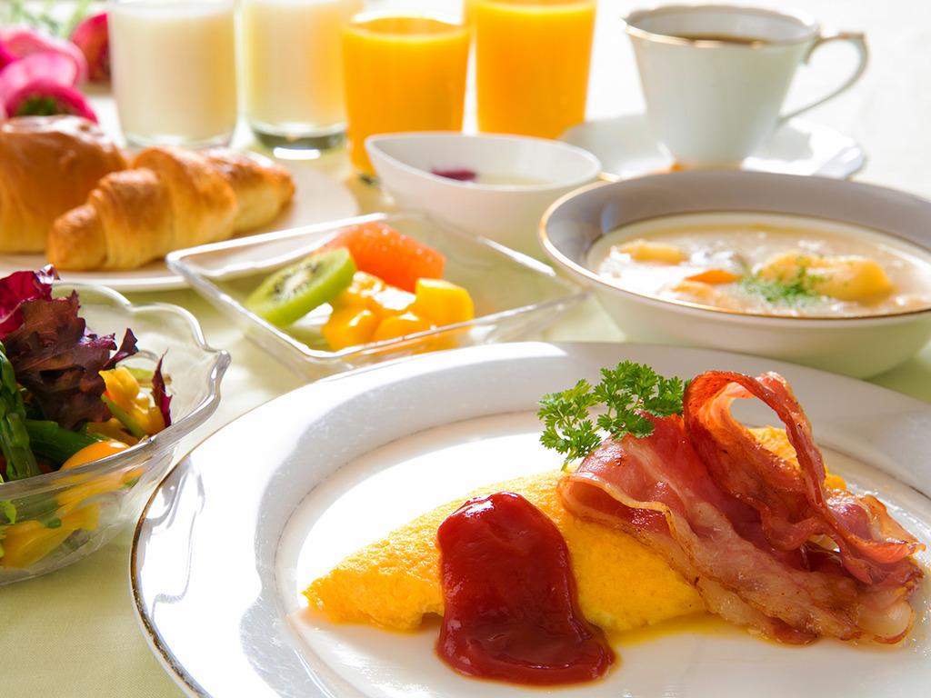 朝食(洋食セット)。ボリュームバランスの取れた出来たての料理を。
