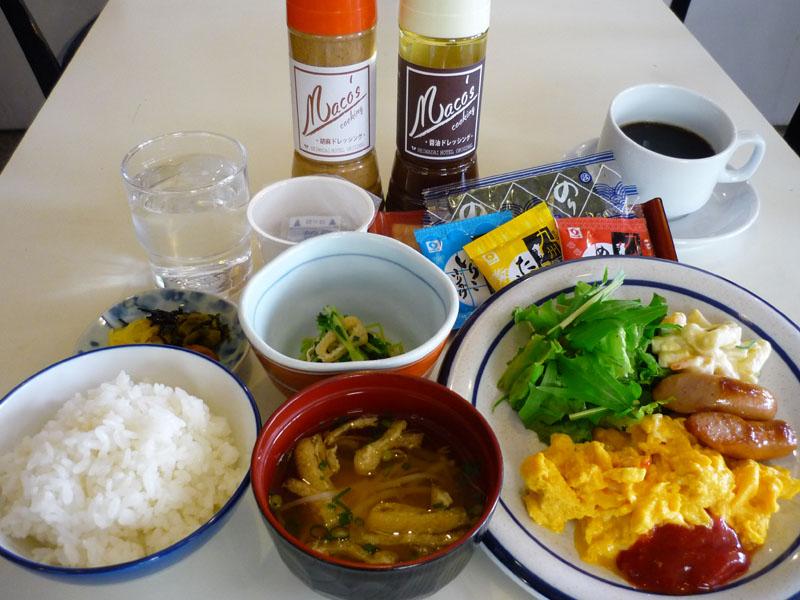 和朝食を無料でご用意しております。