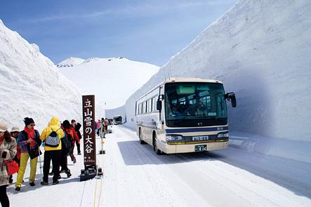 高さ20メートルに迫る雪の壁!アルペンルート春の風物詩でもある雪の大谷(イメージ)