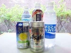 部屋の冷蔵庫に冷えた飲み物を設置