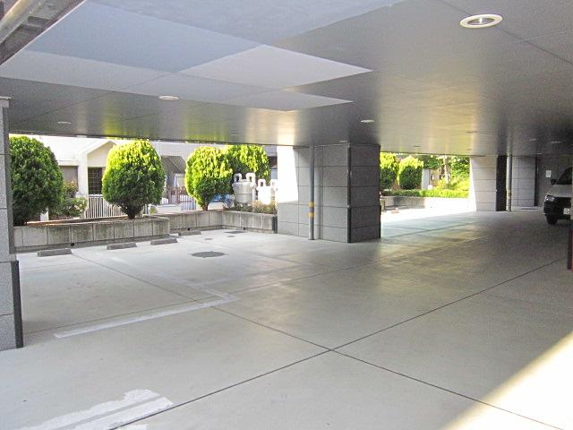 駐車場(高さ1.8m)