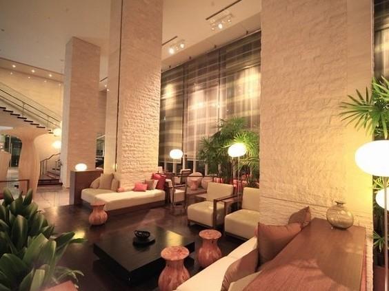 specious lobby
