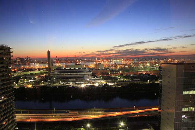 ロビーからの夜景≪東京湾の夜景が広がります≫