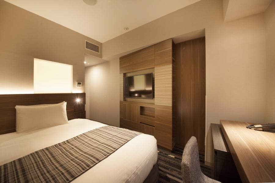 シングルルーム<br>幅140センチのセミダブルサイズベッド