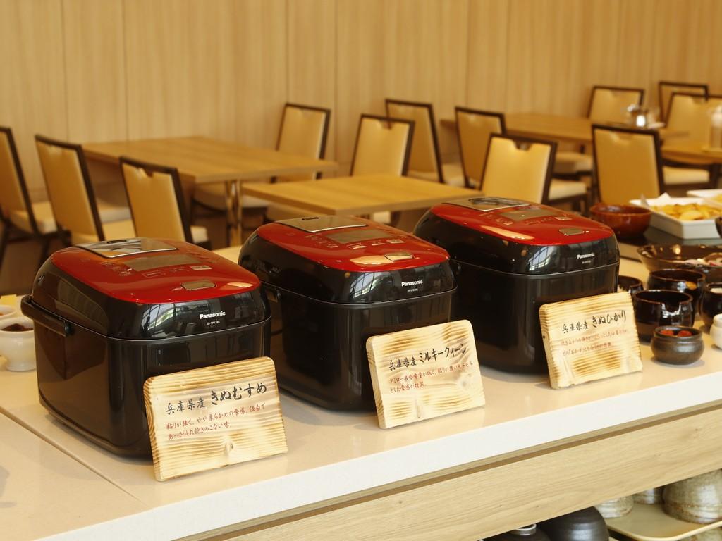 最高級炊飯器で炊き上げた兵庫県産米を<br>お好きなだけ食べ比べ!