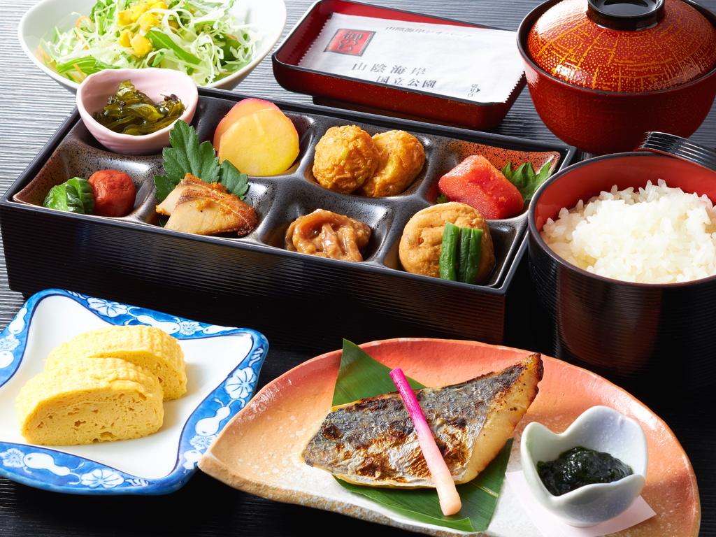 カニが入ったお味噌汁が自慢の和朝食をご用意いたします。