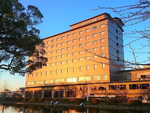 朝日に輝くホテルニューオータニ佐賀