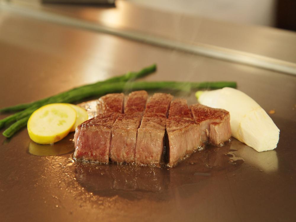 全国の黒毛和牛を、料理長の確かな目利きで、仕入れております