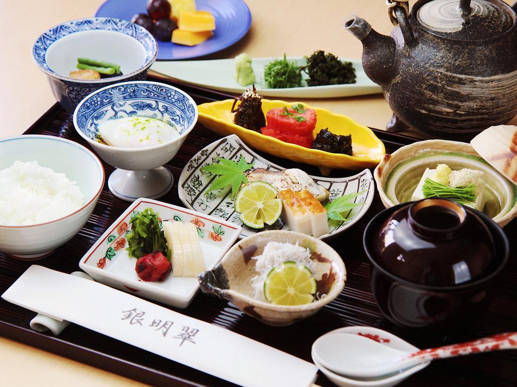 季節の食材を厳選し、月替わりでご提供する和朝食