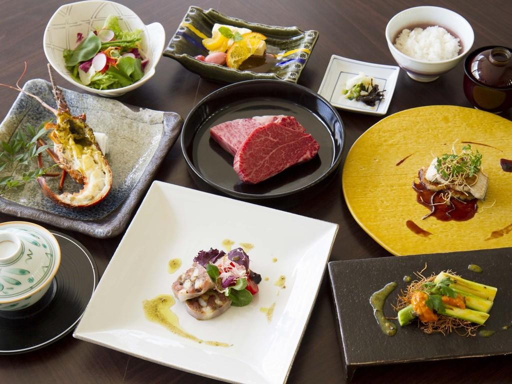 カリッと焼きあげたフォアグラと静岡県産の鰻は、リゾットと合わせて濃厚なポルトソースでお召し上がりください。