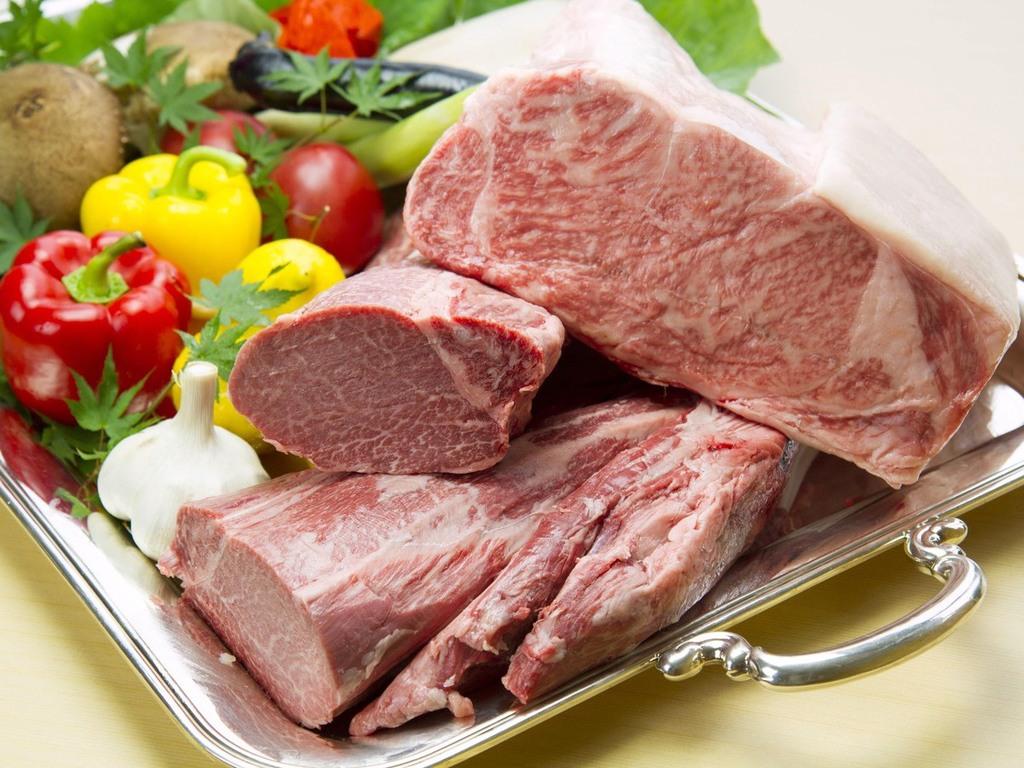 きめ細かい霜降りが上質で柔らかな肉質と絡み合うコクがある松坂牛特有の旨さをどうぞご賞味ください。