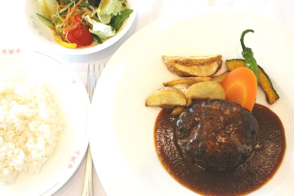 夕食 ホテル特製「手ごねハンバーグ」セット(イメージ)