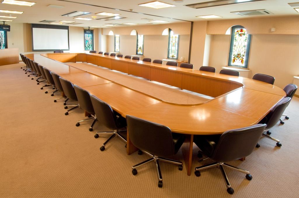 円卓は最大36席スクールは50席