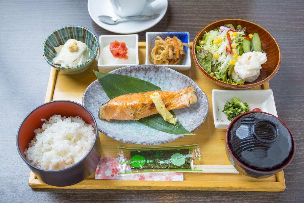 和朝食「ななお」にて午前7時〜10時までご準備しております。