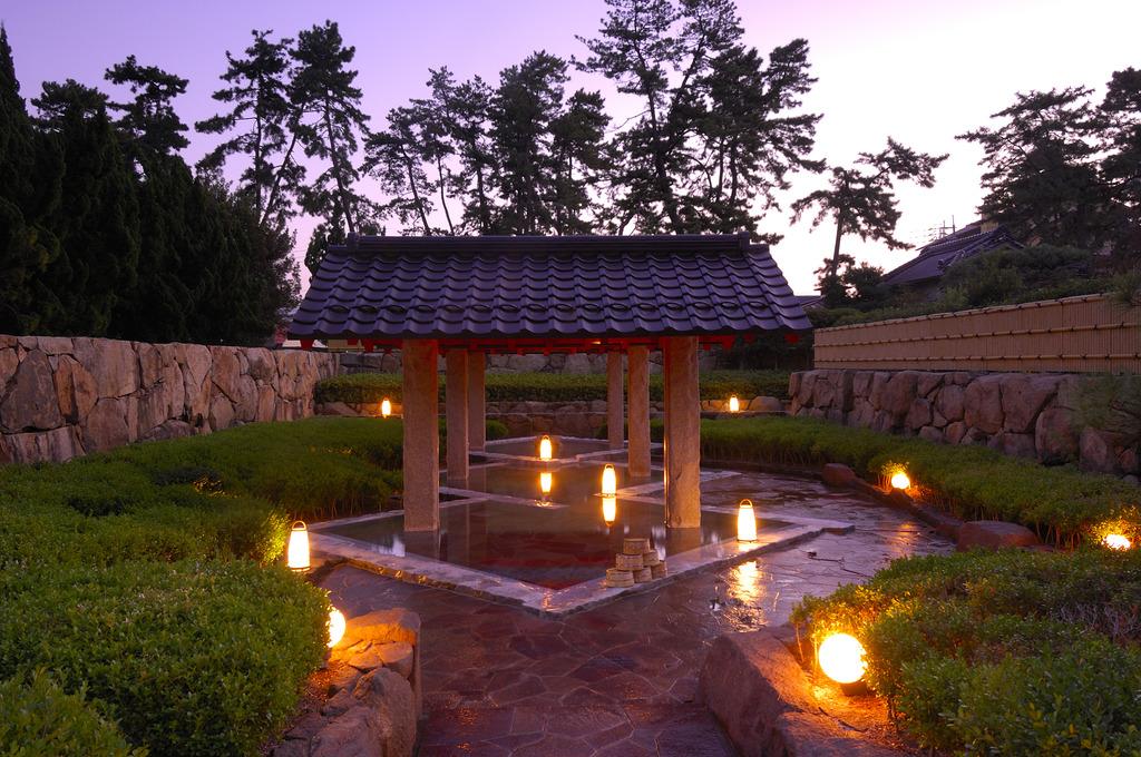 【大露天風呂/郭の湯】美肌効果のある弱アルカリ泉の温泉をお楽しみいただけます