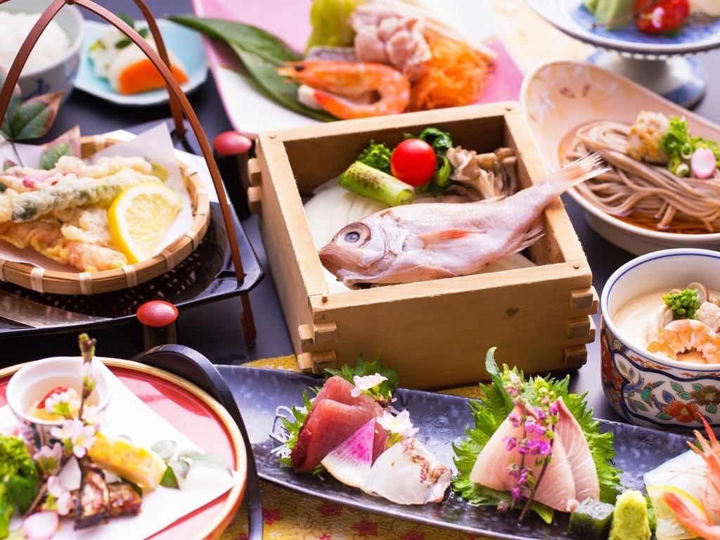 海の幸、鶏鍋など、お手軽に楽しむ会席料理
