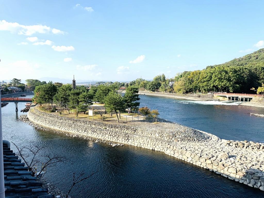 美しい宇治川の流れを眺めながらごゆるりとご寛ぎ下さい。※客室からの景色一例