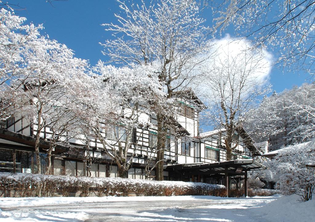 雪化粧のアルプス館