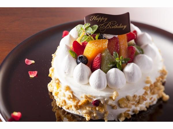 早期予約特典の生クリームデコレーションケーキ(画像はイメージ)