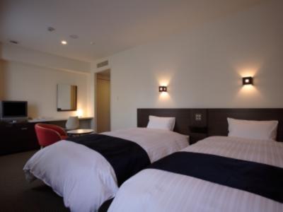 22�uと余裕の広さ!旅の疲れを癒す清潔感溢れる客室。高層階からは桜島も望める!