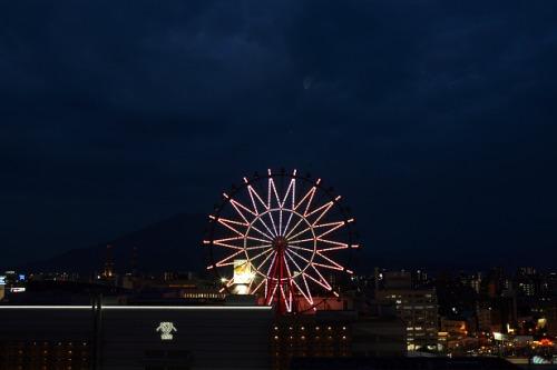 ホテル東側のお部屋より鹿児島中央駅屋上にある観覧車が目の前に見えます。