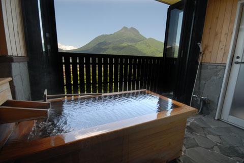 由布岳が一望できる絶景半露天風呂